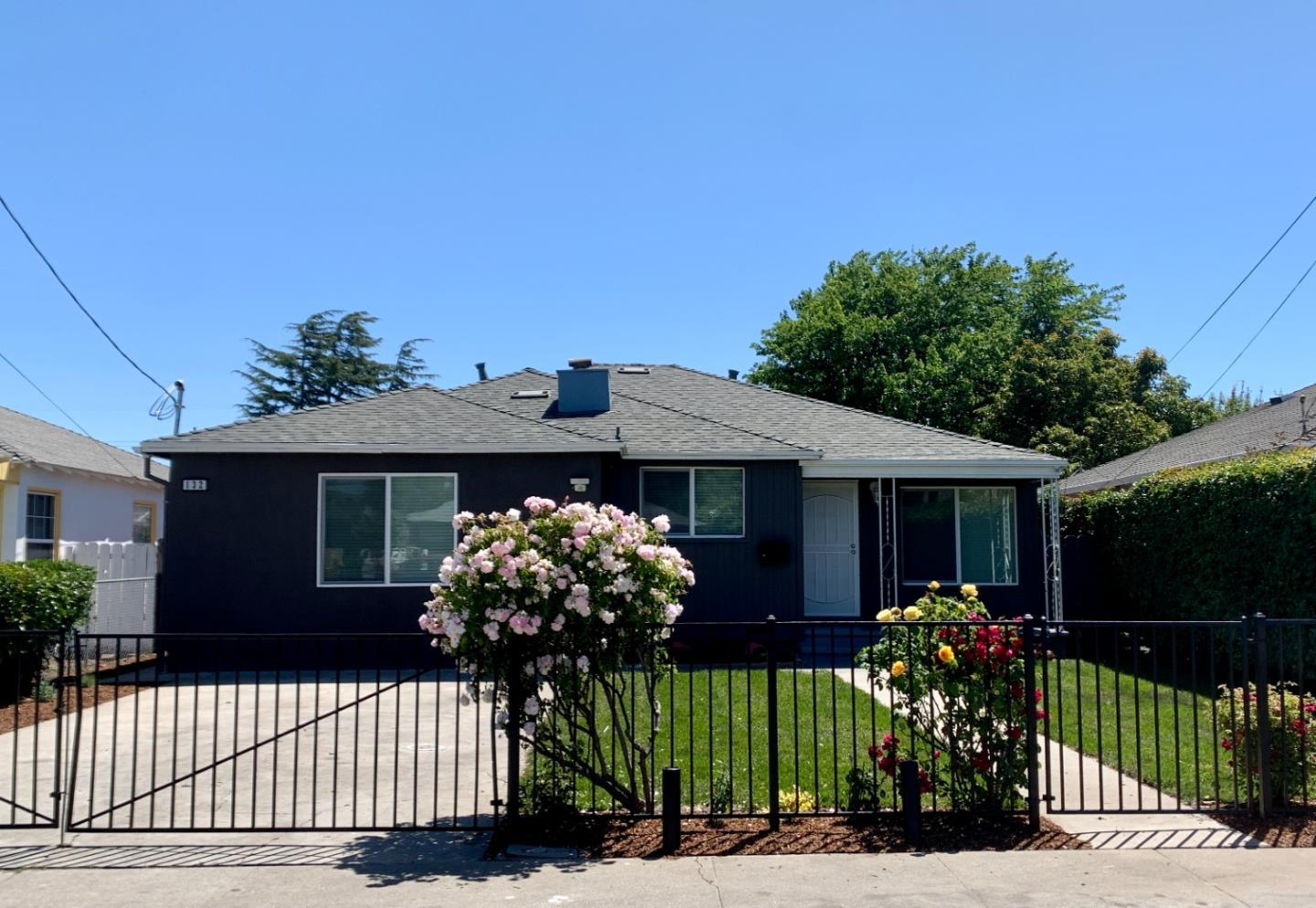Detail Gallery Image 1 of 1 For 132 Abelia Way, East Palo Alto,  CA 94303 - 4 Beds | 2 Baths