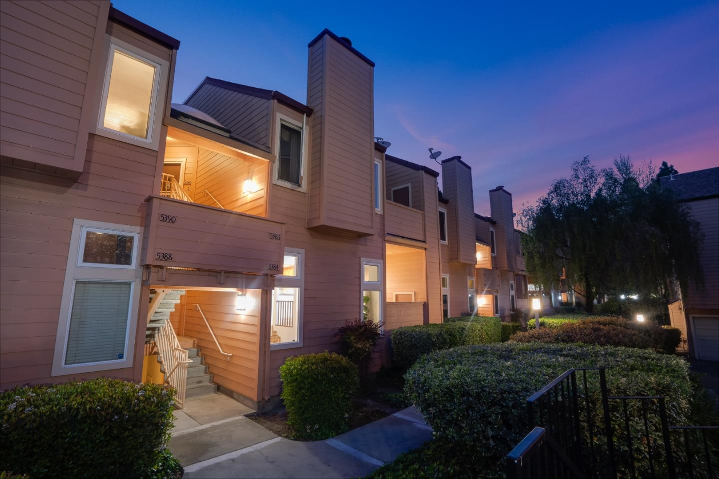 Detail Gallery Image 1 of 1 For 5384 Borneo Cir, San Jose,  CA 95123 - 2 Beds | 2 Baths