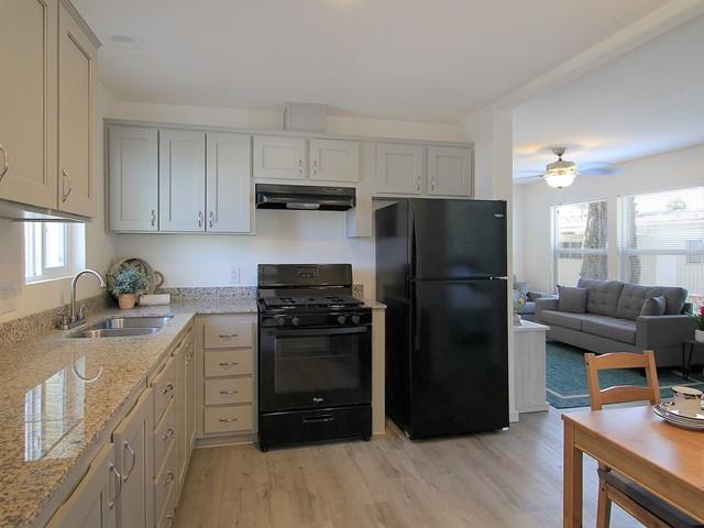 Detail Gallery Image 1 of 29 For 4300 Soquel Dr #27,  Soquel,  CA 95073 - 3 Beds | 2 Baths