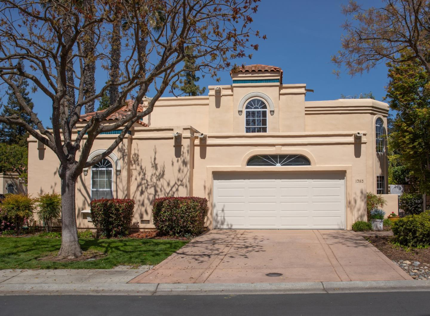Detail Gallery Image 1 of 1 For 1393 Cuernavaca Circulo, Mountain View,  CA 94040 - 4 Beds | 2/1 Baths