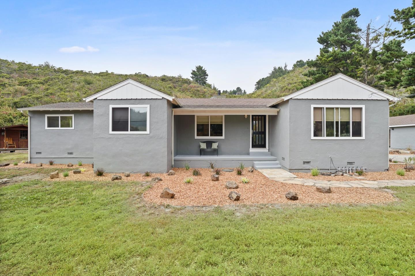 Detail Gallery Image 1 of 29 For 12340 San Mateo Rd, Half Moon Bay,  CA 94019 - 3 Beds | 2 Baths