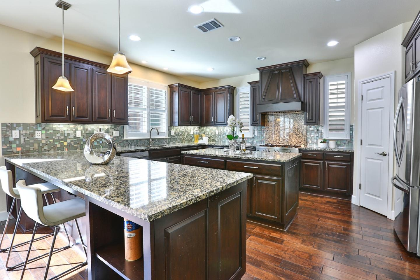Detail Gallery Image 1 of 1 For 2756 Valley Oak Ct, San Jose,  CA 95135 - 5 Beds | 3/1 Baths