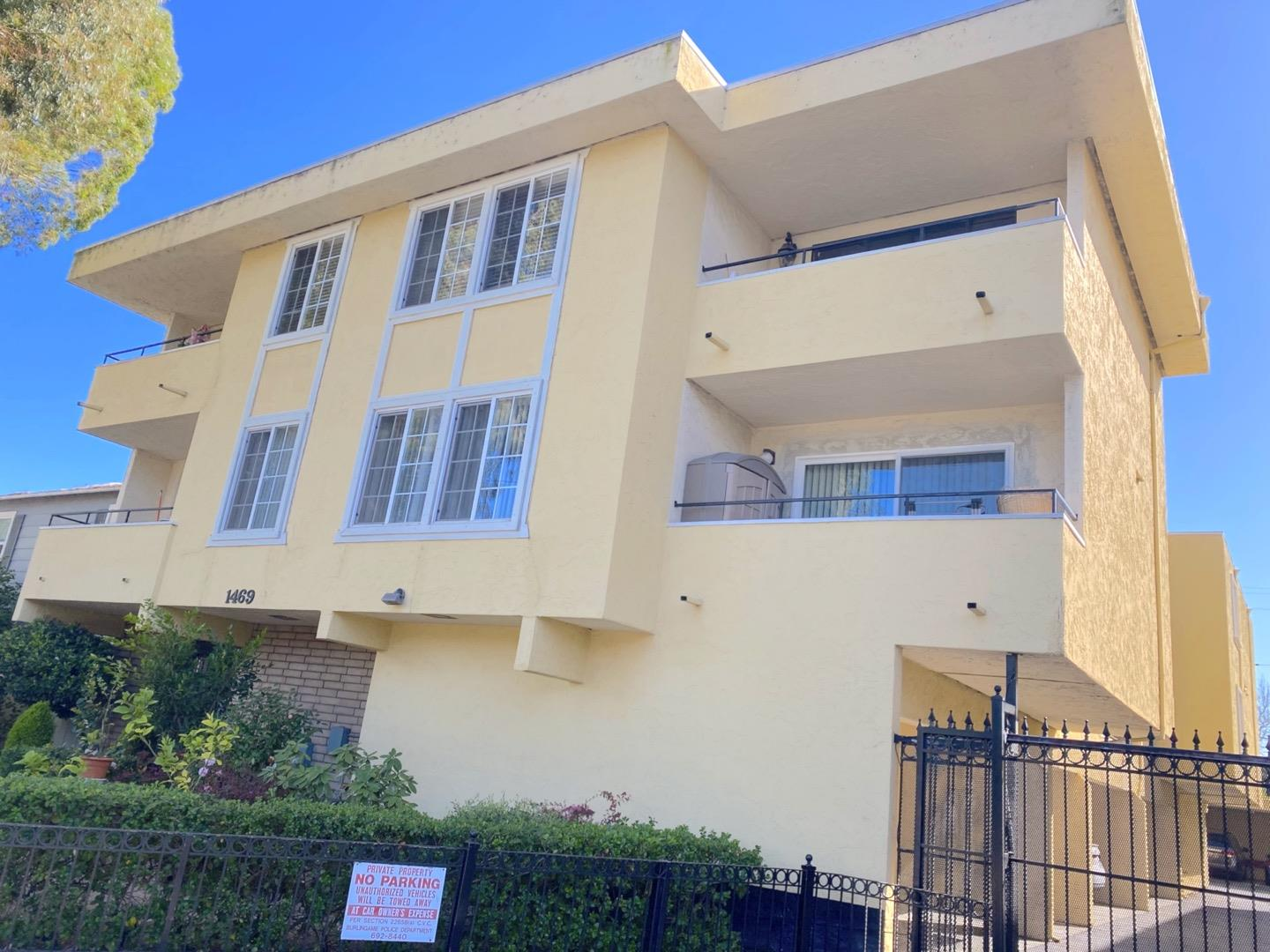 Detail Gallery Image 1 of 17 For 1469 El Camino Real #6,  Burlingame,  CA 94010 - 2 Beds | 1 Baths