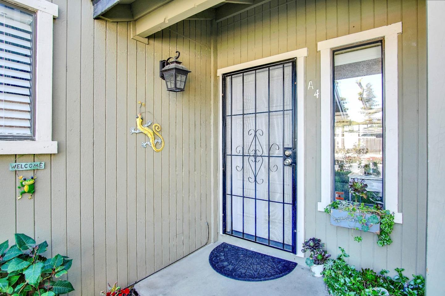 Detail Gallery Image 1 of 29 For 801 Nash Rd #A4,  Hollister,  CA 95023 - 2 Beds | 1/1 Baths