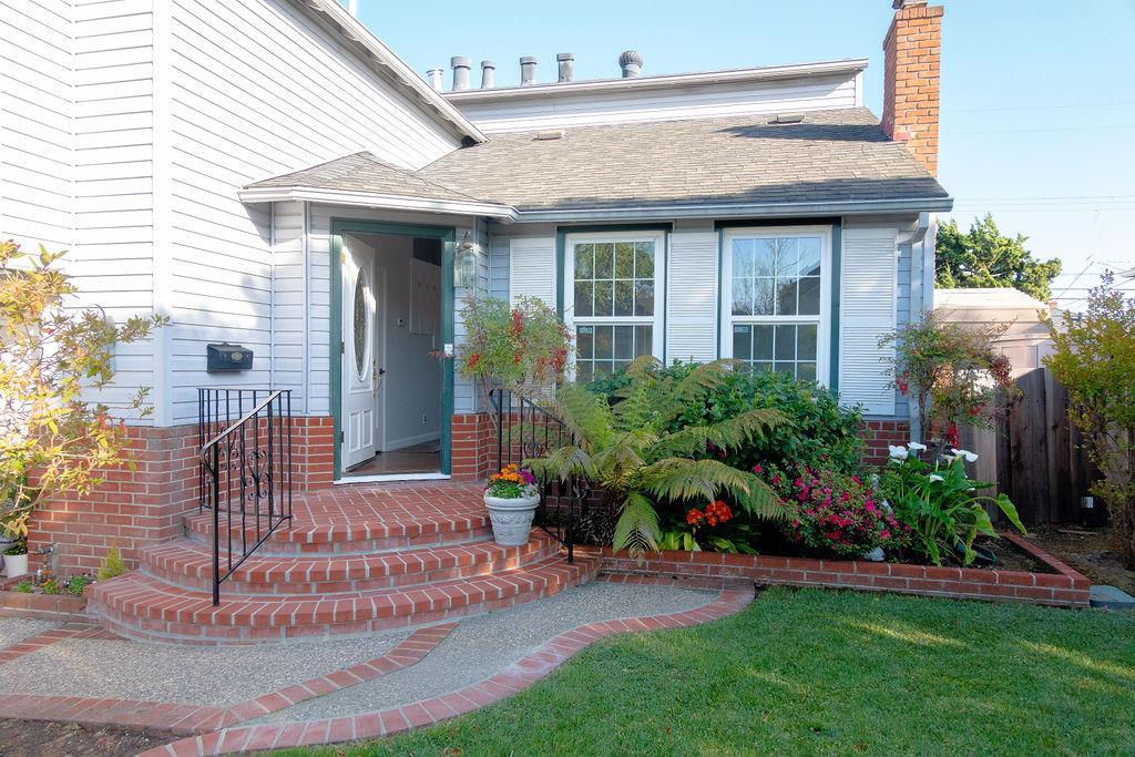 Detail Gallery Image 1 of 35 For 870 W Grant Pl, San Mateo,  CA 94402 - 3 Beds   2 Baths