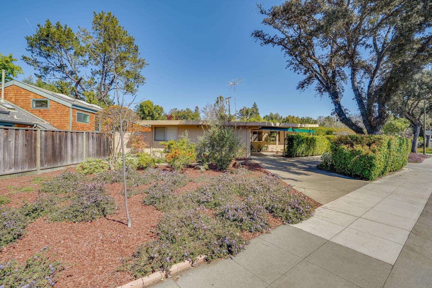Detail Gallery Image 1 of 1 For 869 E Meadow Dr, Palo Alto,  CA 94303 - 3 Beds | 2 Baths