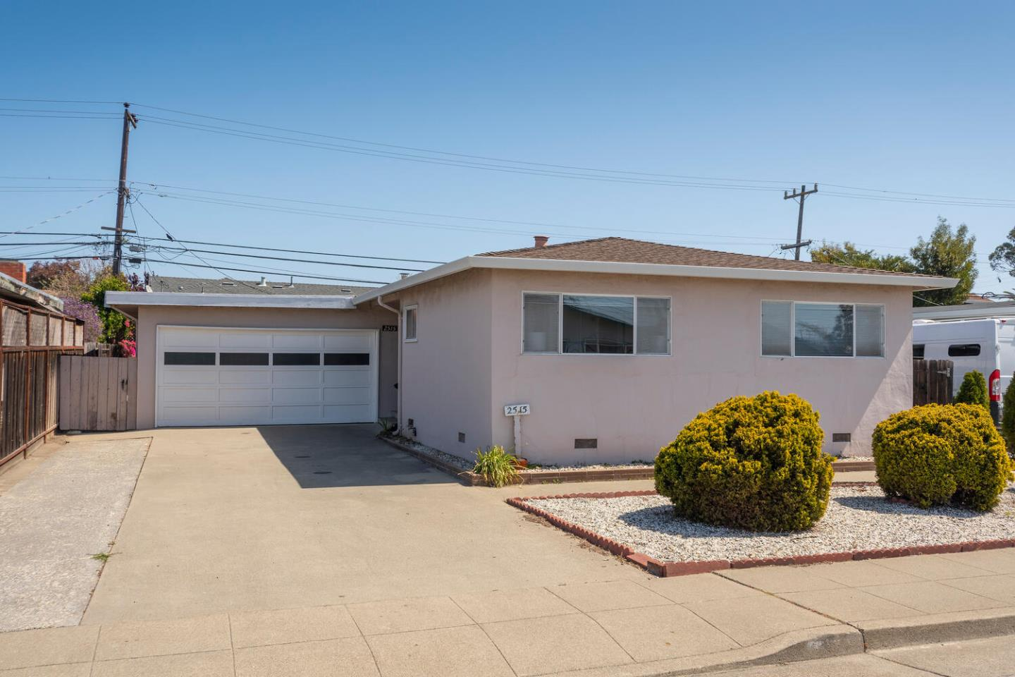 Detail Gallery Image 1 of 1 For 2515 Holland St, San Mateo,  CA 94403 - 3 Beds | 2 Baths