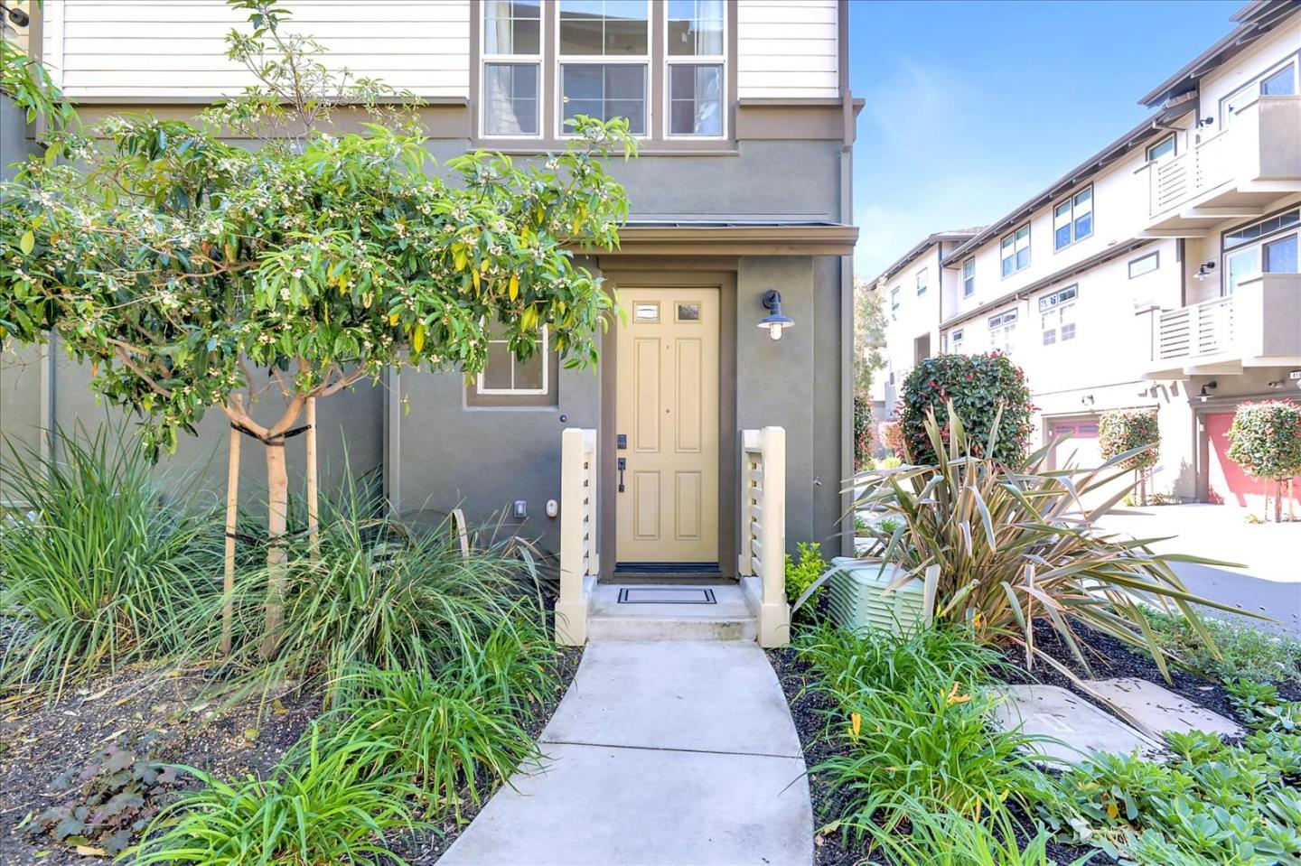 Detail Gallery Image 1 of 26 For 420 Chapman Ln, San Mateo,  CA 94403 - 2 Beds | 2/1 Baths