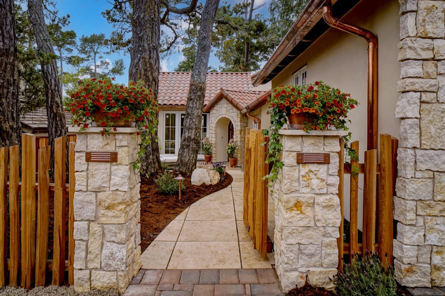 Detail Gallery Image 1 of 1 For 2 Nw On Mission Of Vista, Carmel,  CA 93923 - 3 Beds | 2/1 Baths