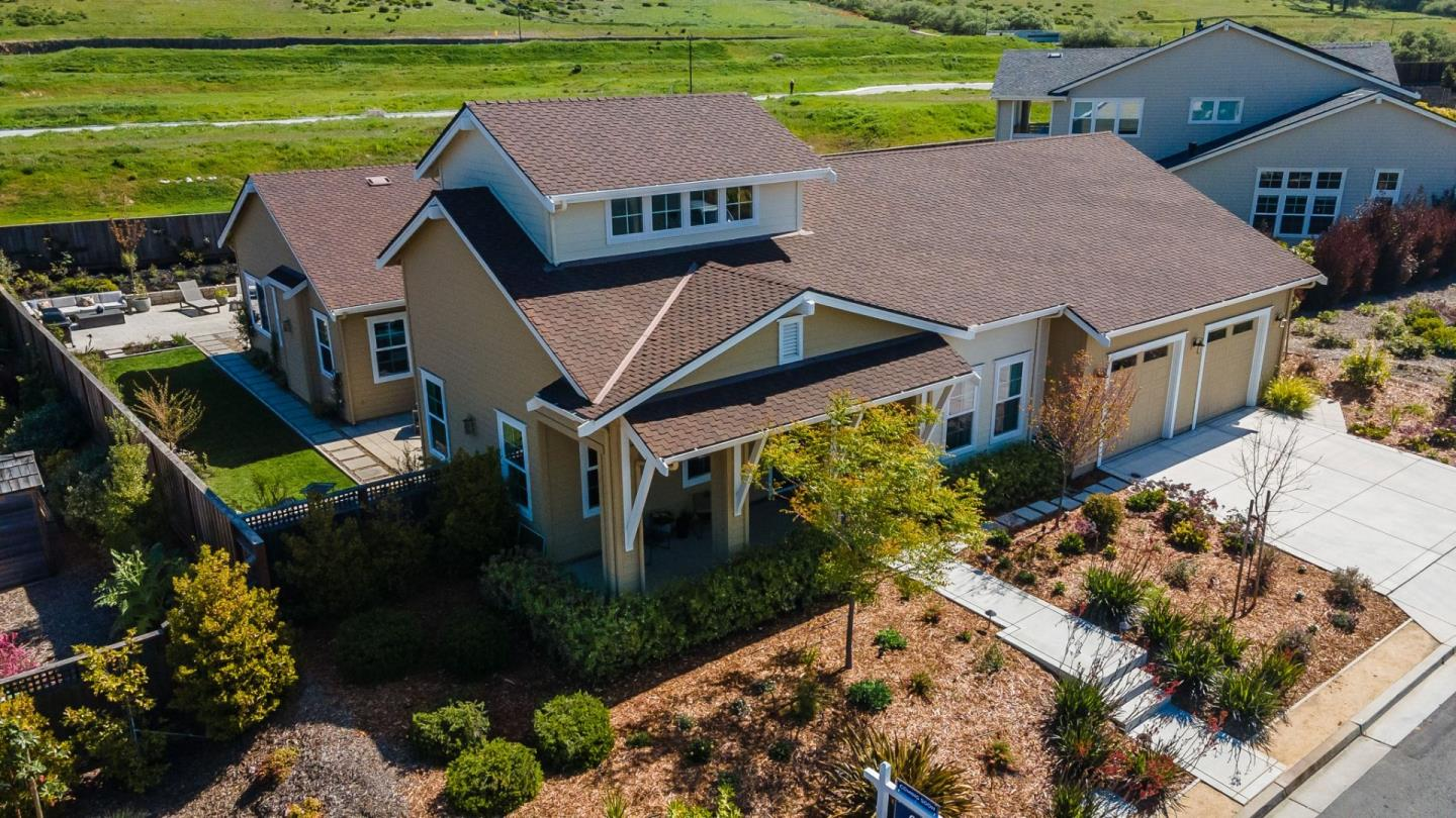 Detail Gallery Image 1 of 1 For 107 Red Hawk Ct, Half Moon Bay,  CA 94019 - 5 Beds   4/1 Baths