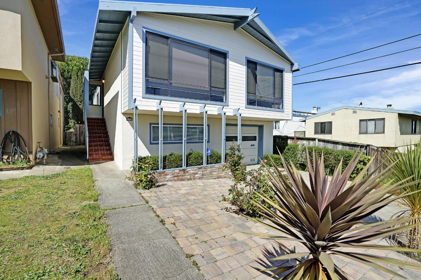 Detail Gallery Image 1 of 28 For 108 Mirada Dr, Daly City,  CA 94015 - 3 Beds | 2/1 Baths