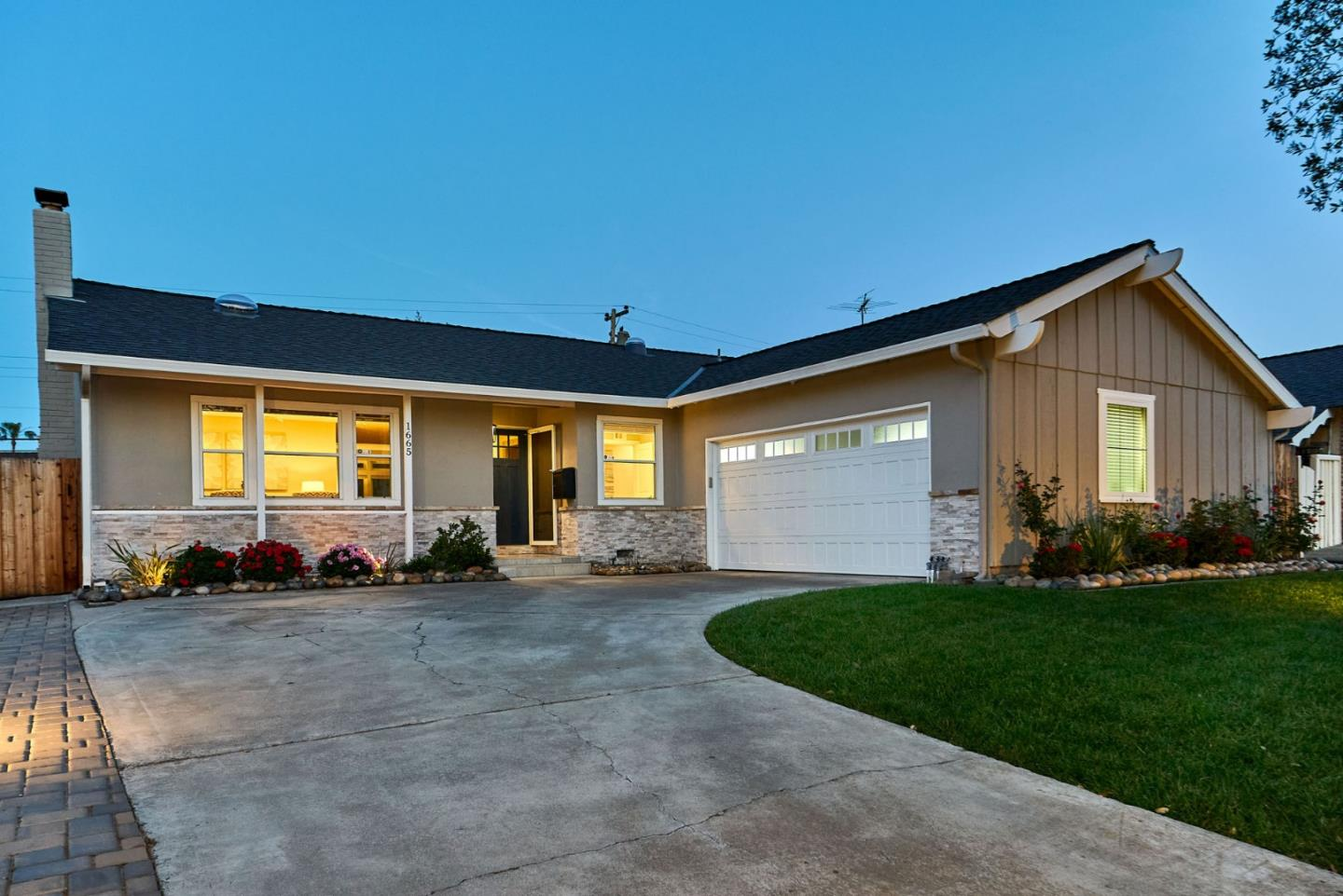 Detail Gallery Image 1 of 30 For 1665 Hyacinth Ln, San Jose,  CA 95124 - 4 Beds | 2 Baths