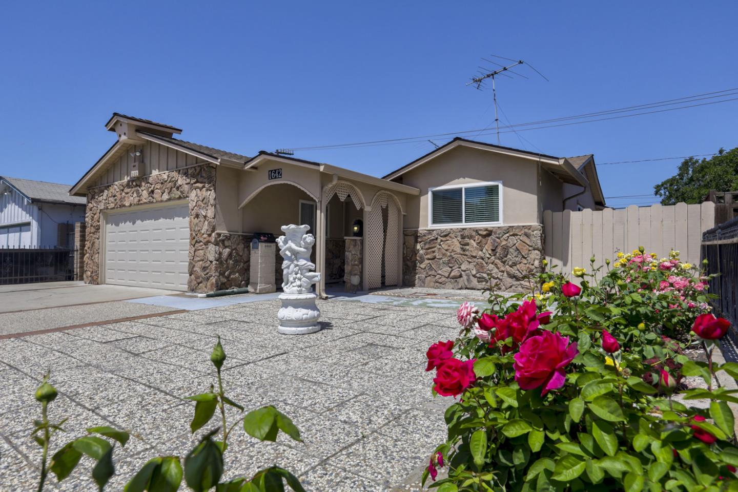 Detail Gallery Image 1 of 1 For 1642 Spring St, Mountain View,  CA 94043 - 3 Beds | 2 Baths