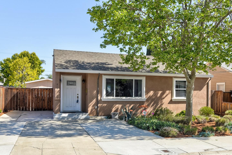 Detail Gallery Image 1 of 21 For 819 Cedar Ave, Sunnyvale,  CA 94086 - 3 Beds | 2 Baths