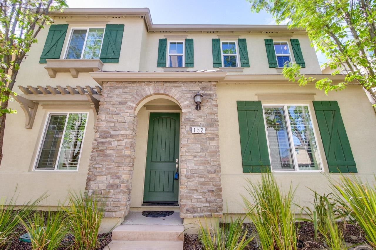 Detail Gallery Image 1 of 29 For 152 English Rose Cir, Campbell,  CA 95008 - 3 Beds | 2/1 Baths