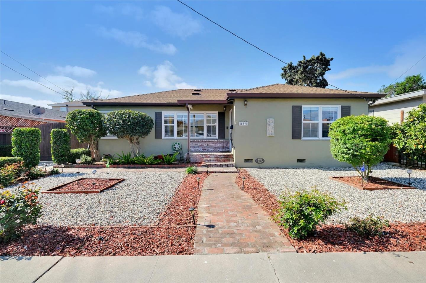 Detail Gallery Image 1 of 29 For 137 Alma St, Watsonville,  CA 95076 - 3 Beds | 2 Baths