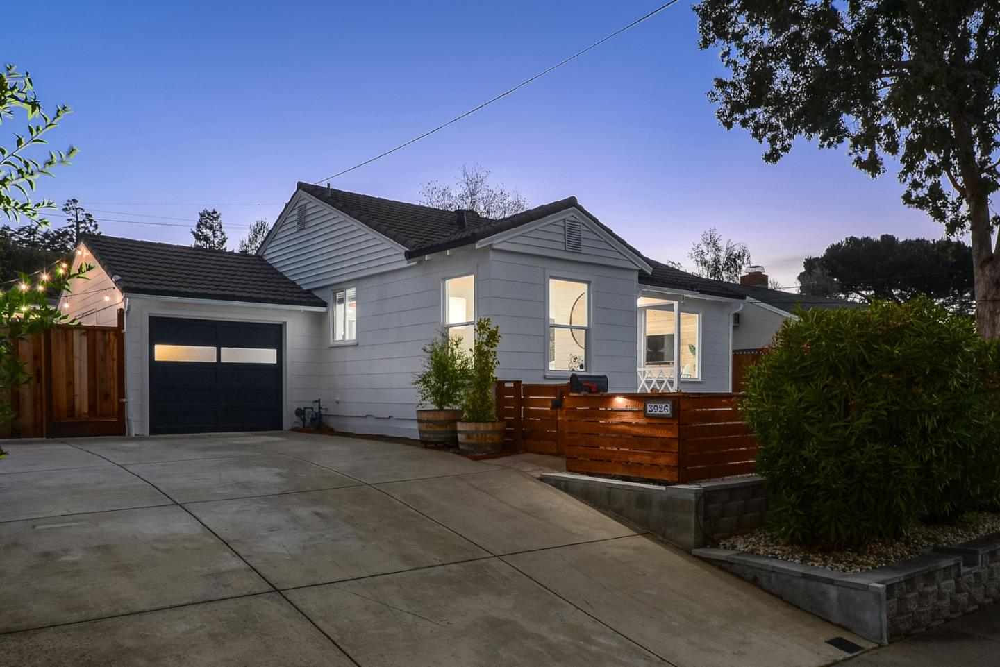 Detail Gallery Image 1 of 29 For 3926 Donner St, San Mateo,  CA 94403 - 3 Beds | 1 Baths