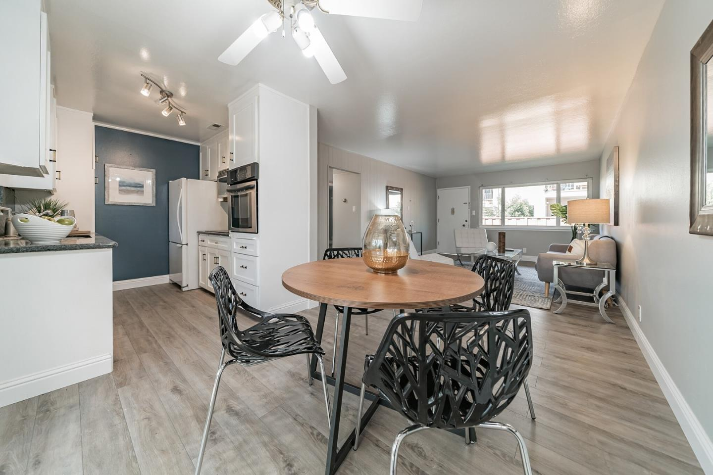 Detail Gallery Image 1 of 33 For 1335 Phelps Ave #4,  San Jose,  CA 95117 - 2 Beds | 1 Baths
