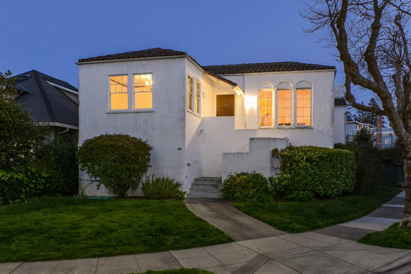 Detail Gallery Image 1 of 32 For 1549 Burlingame Ave, Burlingame,  CA 94010 - 2 Beds | 1 Baths