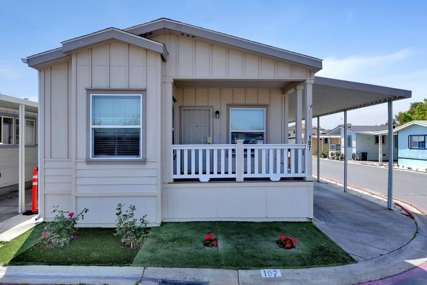 Detail Gallery Image 1 of 28 For 555 Umbarger Rd #107,  San Jose,  CA 95111 - 2 Beds | 2 Baths