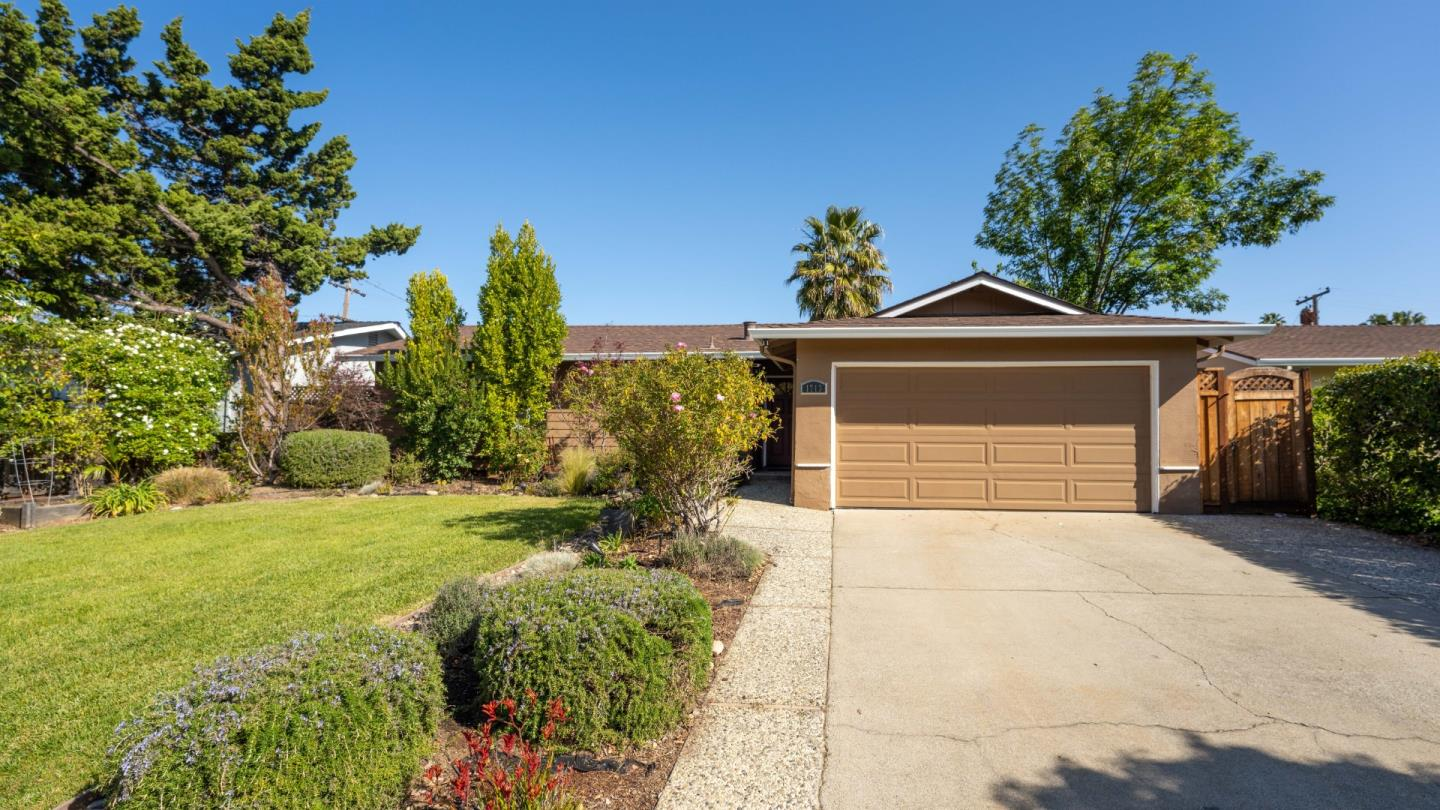 Detail Gallery Image 1 of 16 For 1713 Canna Ln, San Jose,  CA 95124 - 3 Beds | 2 Baths