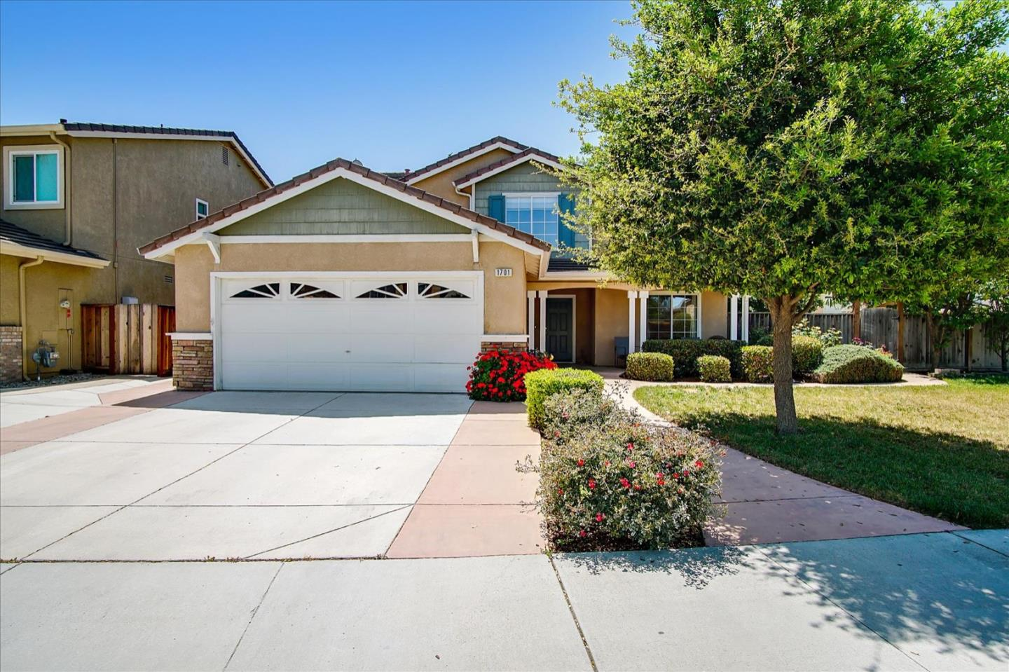 Detail Gallery Image 1 of 1 For 1701 Brentwood Ct, Hollister,  CA 95023 - 4 Beds   2/1 Baths