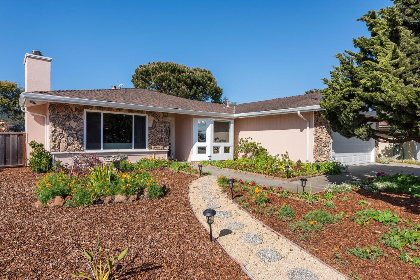 Detail Gallery Image 1 of 37 For 150 Tiller Ct, Half Moon Bay,  CA 94019 - 3 Beds | 2 Baths
