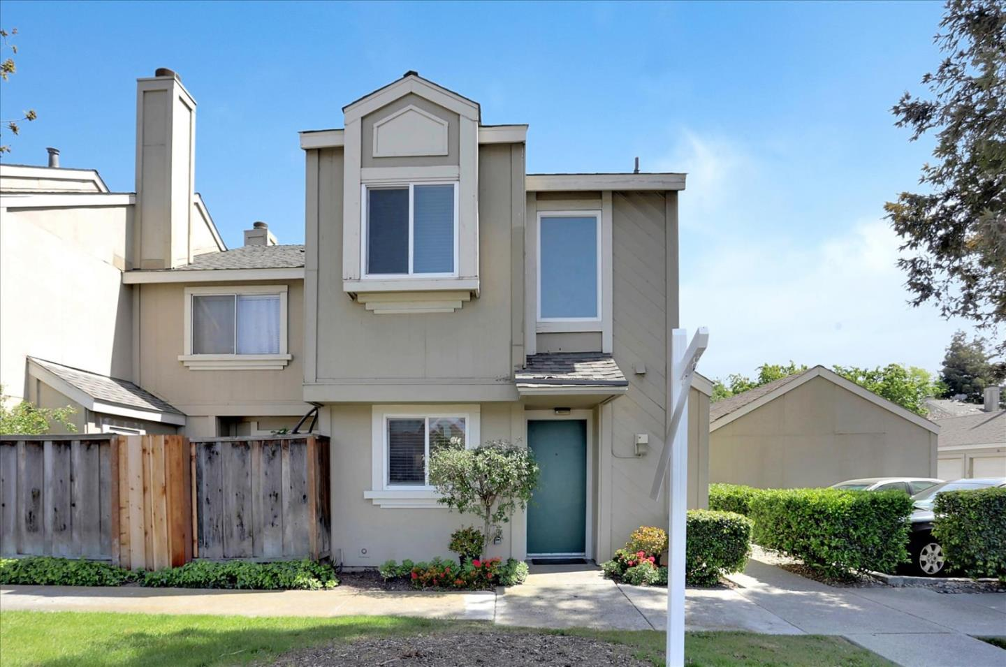 Detail Gallery Image 1 of 28 For 398 Caribe Way, San Jose,  CA 95133 - 2 Beds | 2/1 Baths