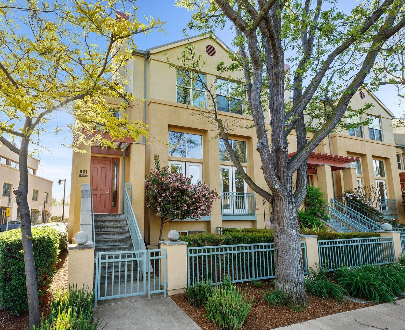 Detail Gallery Image 1 of 1 For 901 Camille Ln, Mountain View,  CA 94040 - 3 Beds | 3/1 Baths