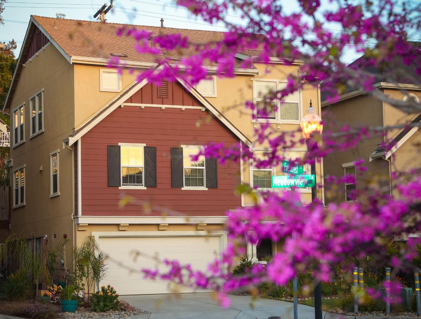 Detail Gallery Image 1 of 45 For 100 Meadowview Ln, Santa Cruz,  CA 95060 - 4 Beds | 3/1 Baths