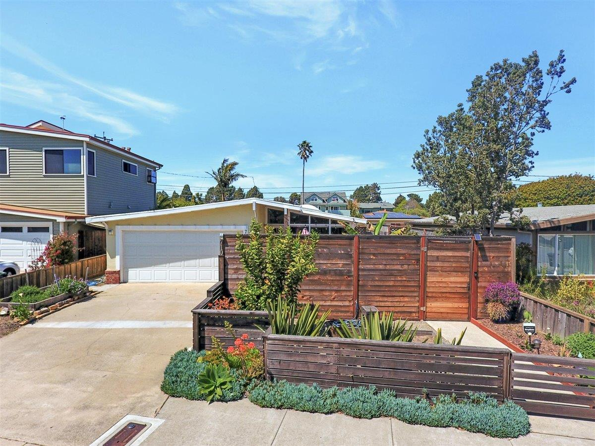 Detail Gallery Image 1 of 21 For Address Not Disclosed, Santa Cruz,  CA 95060 - 3 Beds | 2 Baths