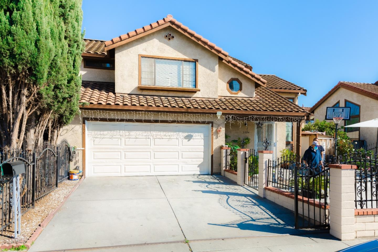 Detail Gallery Image 1 of 1 For 2024 Cinderella Ln, San Jose,  CA 95116 - 3 Beds | 2/1 Baths
