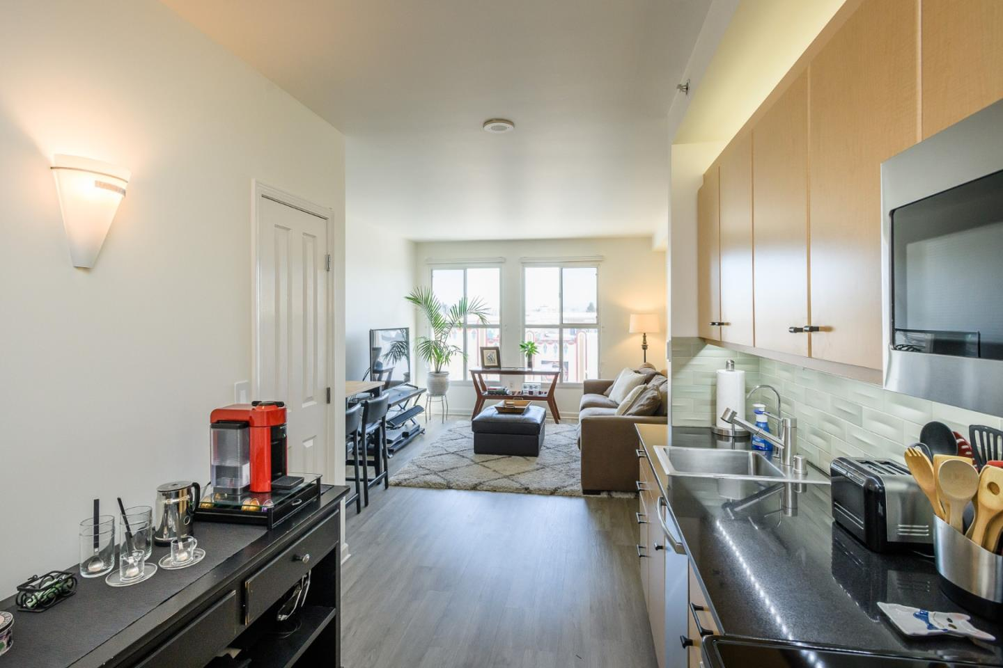 Detail Gallery Image 1 of 19 For 140 S Van Ness Ave #405,  San Francisco,  CA 94103 - 1 Beds | 1/1 Baths