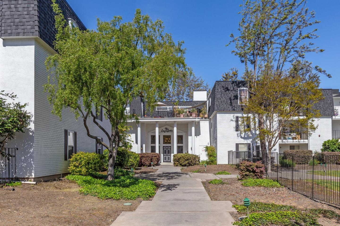 Detail Gallery Image 1 of 1 For 1943 Mount Vernon Ct #303,  Mountain View,  CA 94040 - 2 Beds   2 Baths