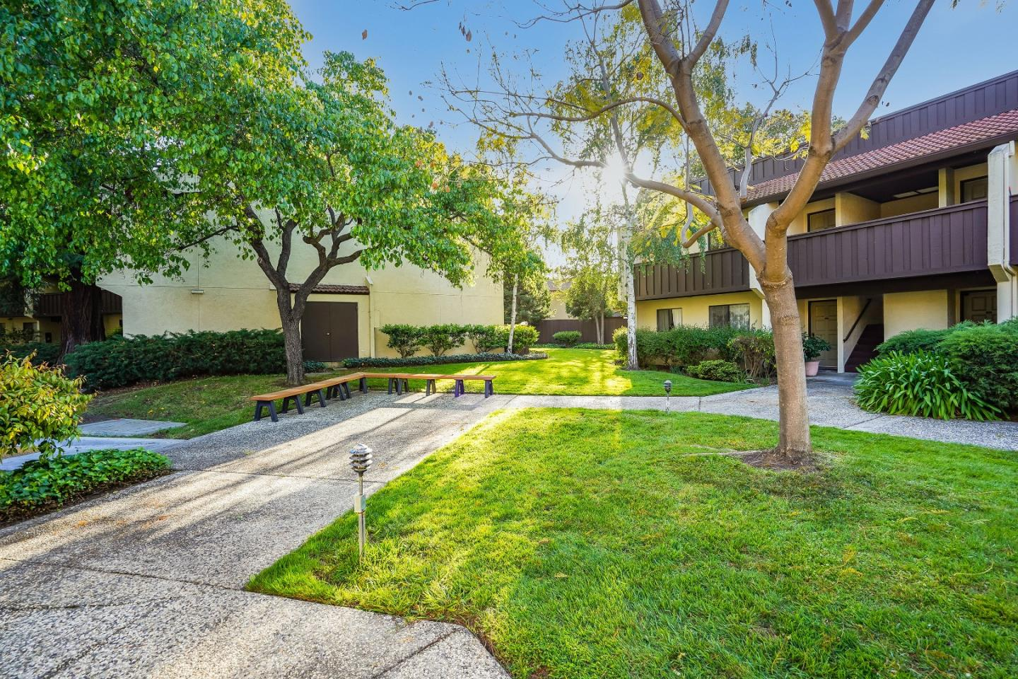 Detail Gallery Image 1 of 41 For 999 W Evelyn Ter #38,  Sunnyvale,  CA 94086 - 1 Beds | 1 Baths