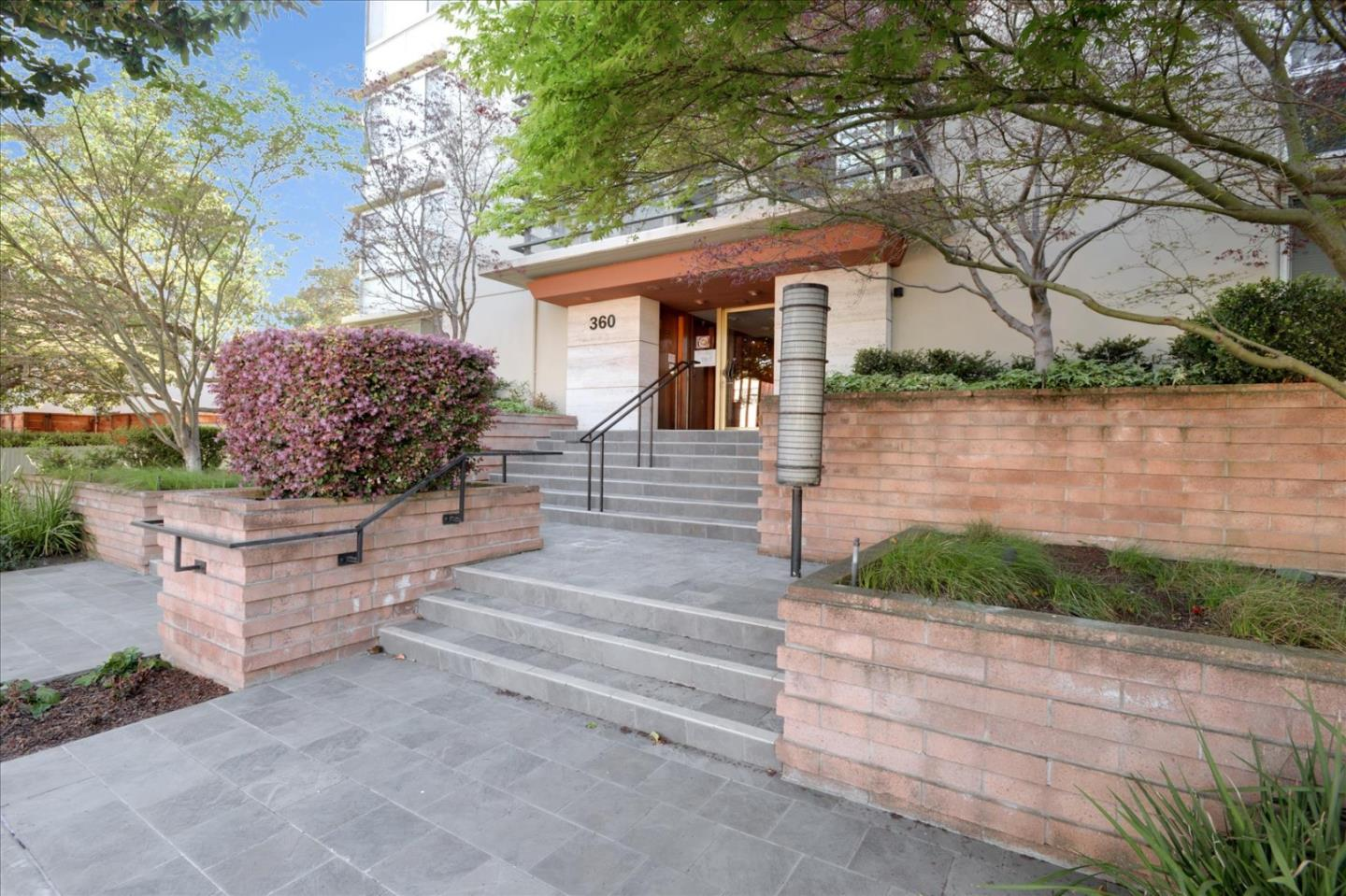 Detail Gallery Image 1 of 37 For 360 Everett Ave 4c,  Palo Alto,  CA 94301 - 2 Beds | 2 Baths