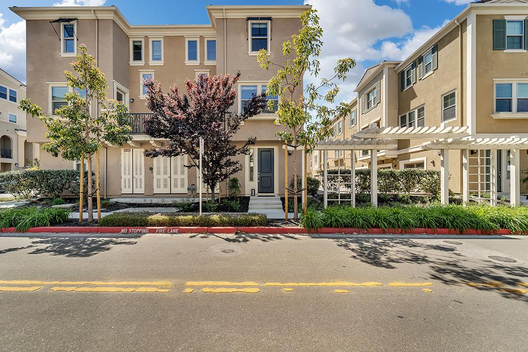 Detail Gallery Image 1 of 1 For 312 Trento Ln, Milpitas,  CA 95035 - 2 Beds | 2/1 Baths