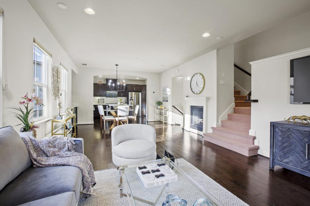Detail Gallery Image 1 of 1 For 400 Chagall St, Mountain View,  CA 94041 - 3 Beds | 3/1 Baths