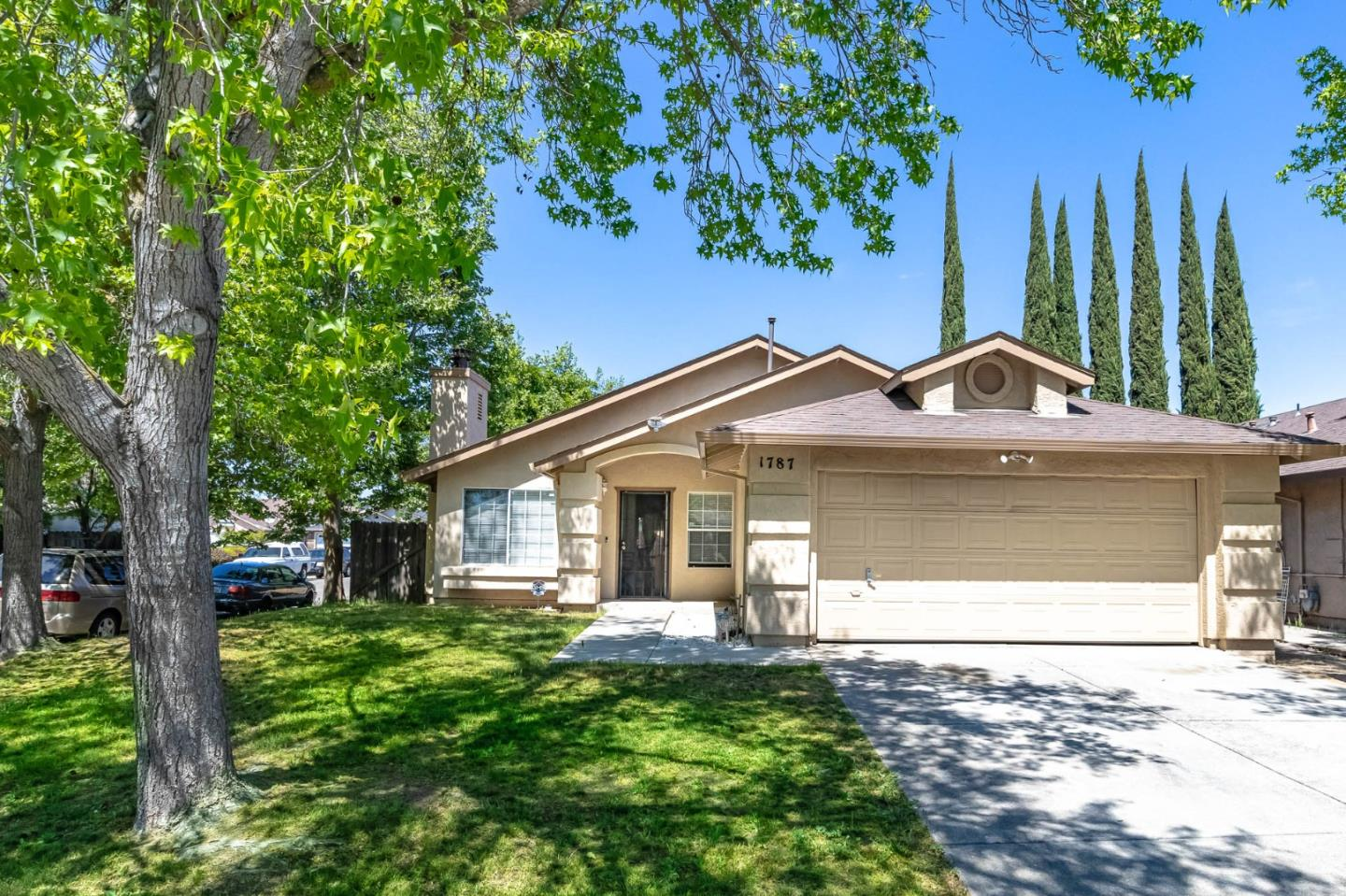 Detail Gallery Image 1 of 1 For 1787 Swenson Ct, Stockton,  CA 95206 - 3 Beds | 2 Baths