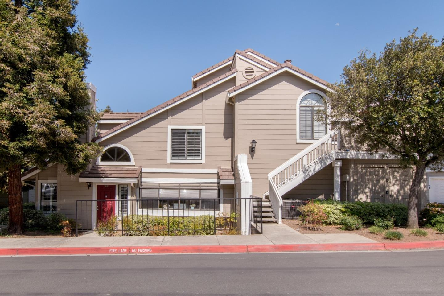 Detail Gallery Image 1 of 19 For 2876 Buena Crest Ct, San Jose,  CA 95121 - 3 Beds | 2 Baths