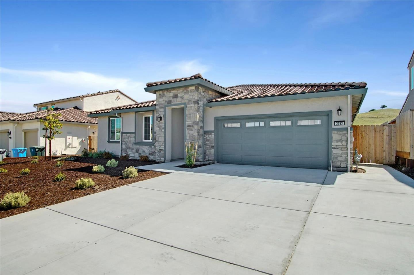 Detail Gallery Image 1 of 1 For 3083 Palomino Way, Hollister,  CA 95023 - 4 Beds   2/1 Baths