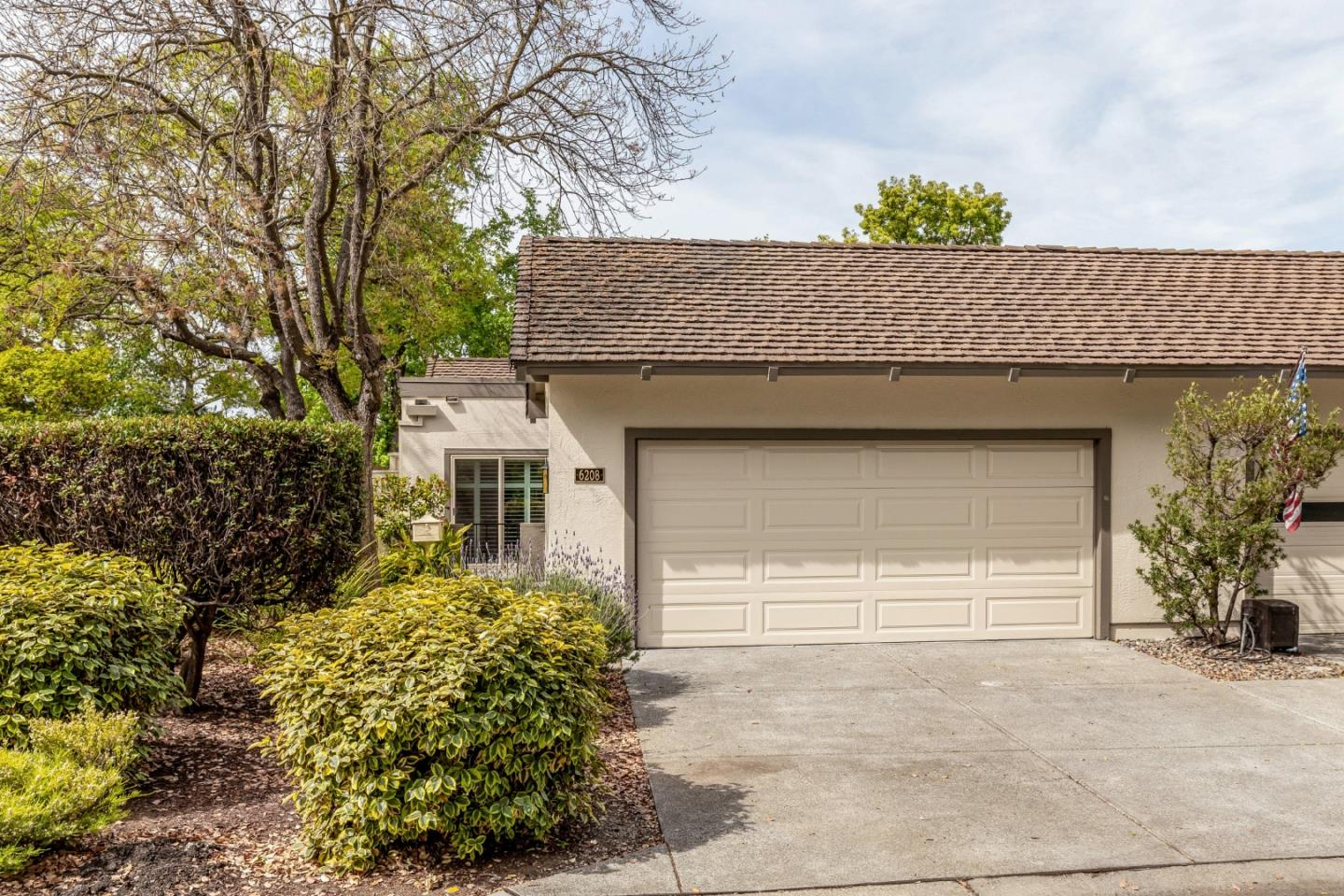 Detail Gallery Image 1 of 1 For 6208 Wehner Way, San Jose,  CA 95135 - 2 Beds | 2 Baths