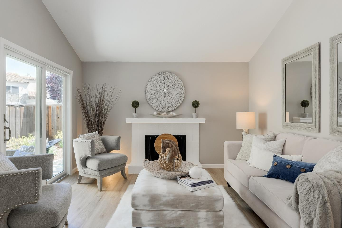 Detail Gallery Image 1 of 1 For 148 Mission Dr, East Palo Alto,  CA 94303 - 2 Beds   2/1 Baths