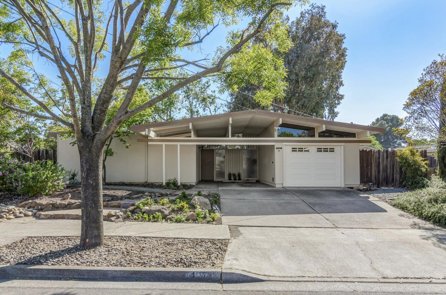 Detail Gallery Image 1 of 1 For 4076 Wilson Ln, Concord,  CA 94521 - 4 Beds   2 Baths