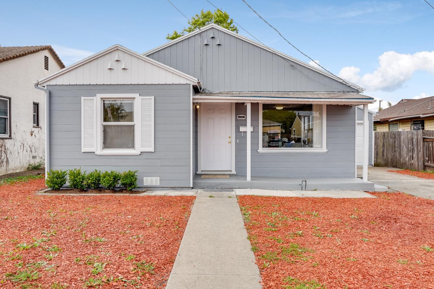 Detail Gallery Image 1 of 36 For 2920 Humphrey Ave, Richmond,  CA 94804 - 3 Beds | 1 Baths