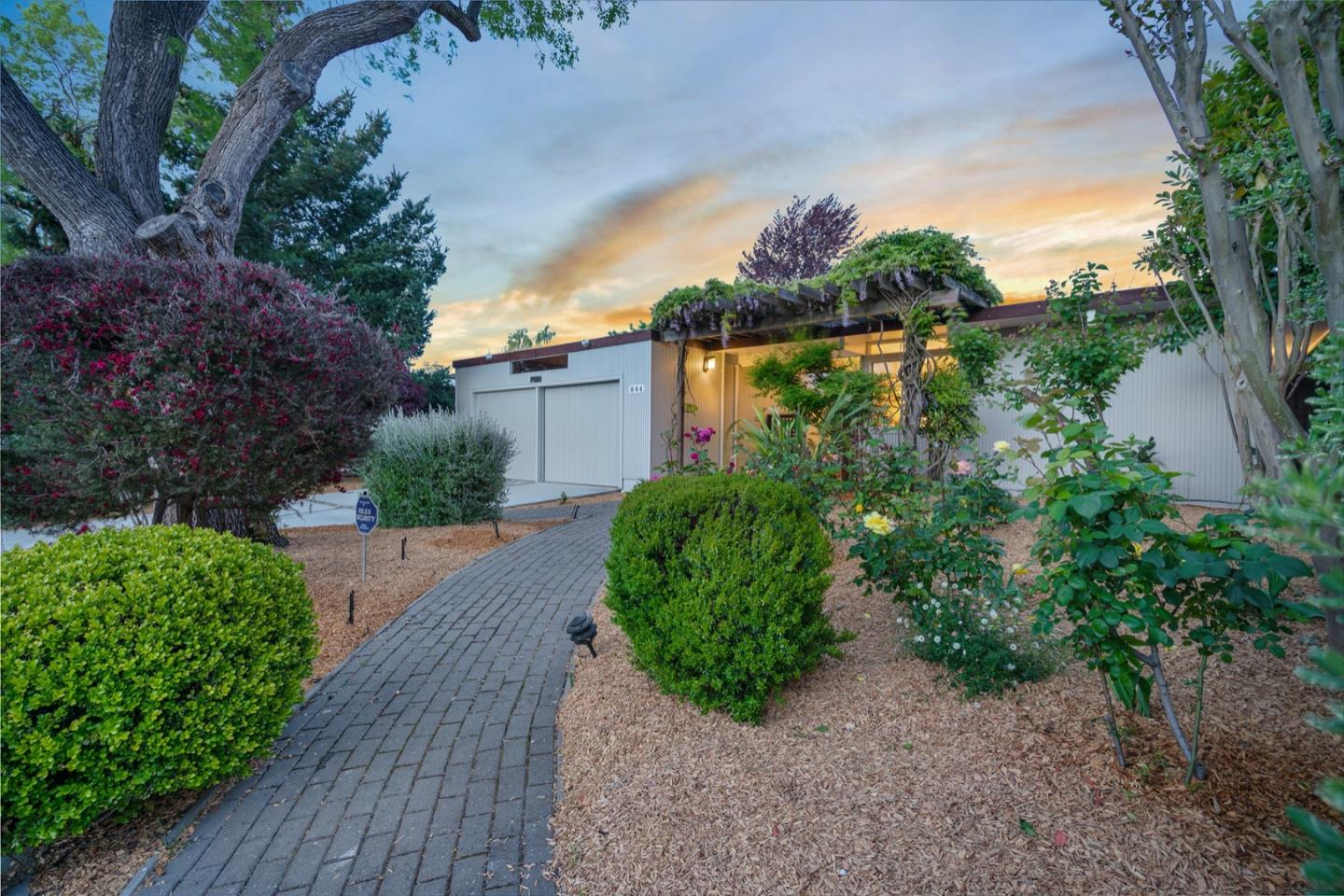 Detail Gallery Image 1 of 1 For 844 Richardson Ct, Palo Alto,  CA 94303 - 4 Beds   2 Baths