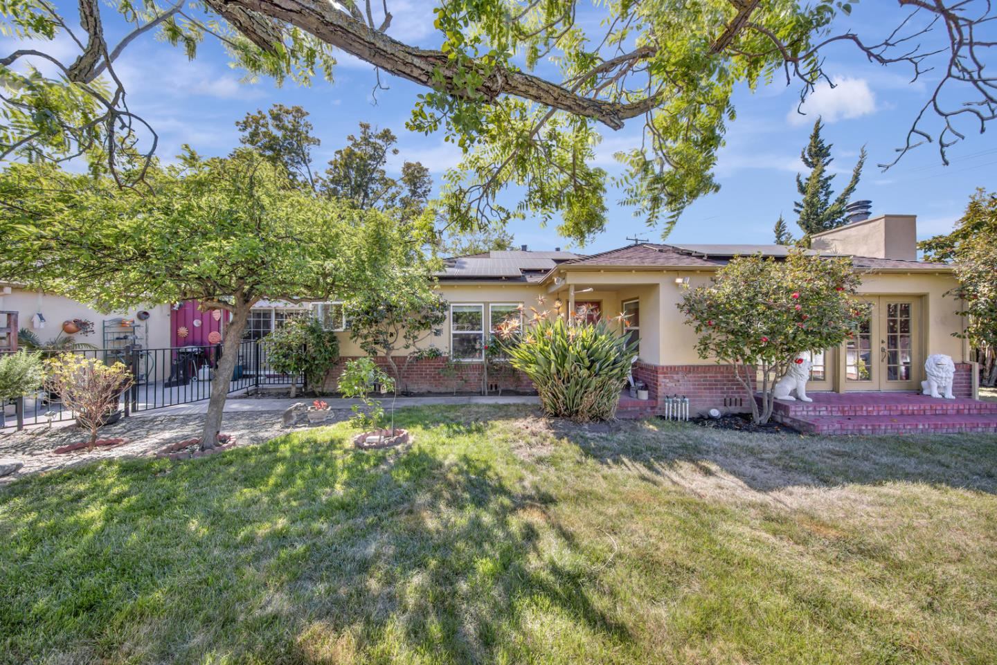 Detail Gallery Image 1 of 1 For 1265 Burrows Rd, Campbell,  CA 95008 - 3 Beds | 2 Baths