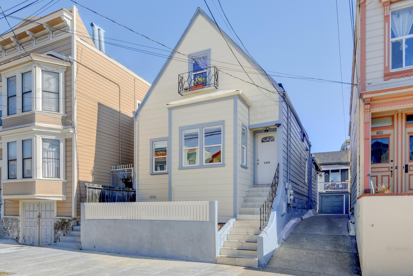 Detail Gallery Image 1 of 16 For 1333 York Street, San Francisco,  CA 94110 - – Beds | – Baths