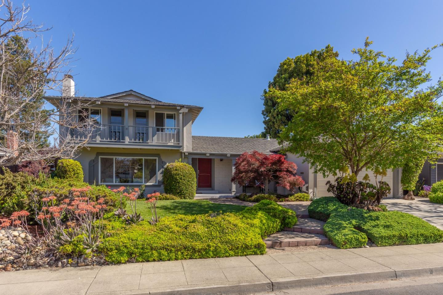 Detail Gallery Image 1 of 19 For 320 Chesley Ave, Mountain View,  CA 94040 - 4 Beds | 2/1 Baths