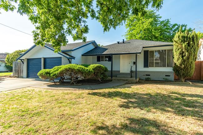 Detail Gallery Image 1 of 1 For 126 W Loretta Ave, Stockton,  CA 95207 - 3 Beds | 2 Baths
